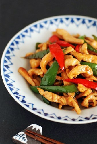 Жареная курица в соусе с болгарским перцем/Stir-fry Chicken and Bell Pepper in Sauce.